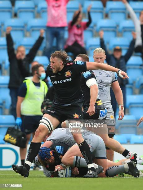 Jack Nowell of Exeter Chiefs scores a try during the Gallagher Premiership semi final match between Exeter Chiefs and Sale Sharks at Sandy Park on...