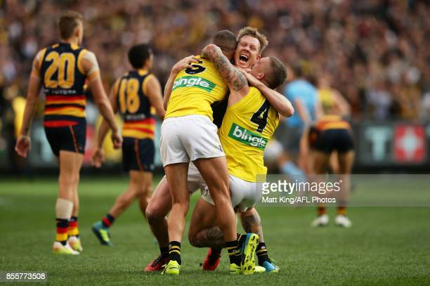 Jack Riewoldt of the Tigers celebrates victory with team mates Shaun Grigg and Dustin Martin at the final siren during the 2017 AFL Grand Final match...