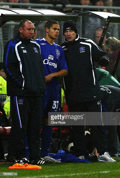 Jack Rodwell of Everton with David Moyes prior to his debut during the UEFA cup group A match between AZ Alkmaar and Everton at the DSB Stadion on...
