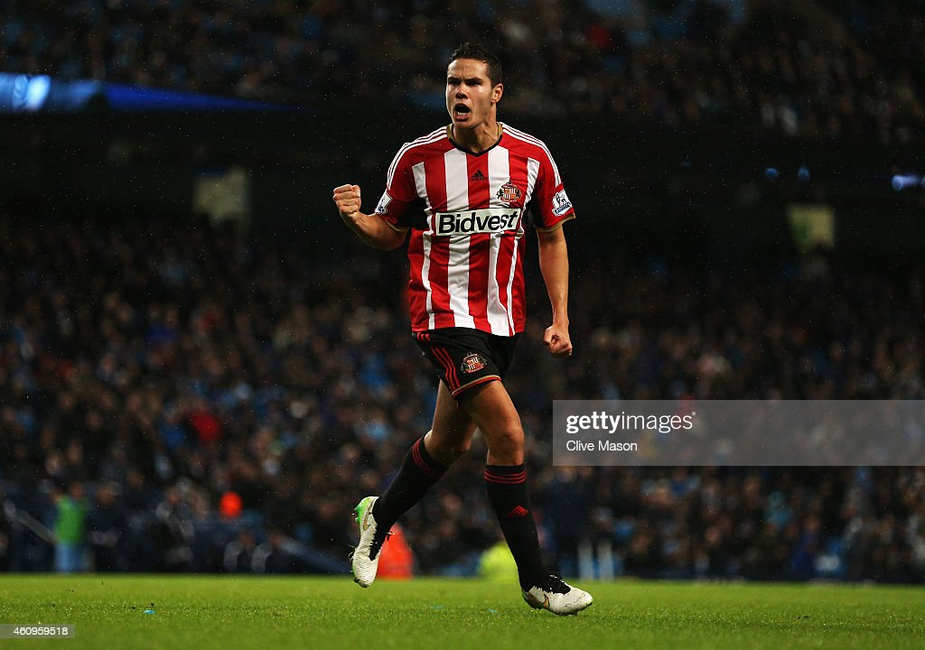Jack Rodwell of Sunderland celebrates his goal during the Barclays Premier League match between Manchester City and Sunderland at Etihad Stadium on January 1, 2015 in Manchester, England.