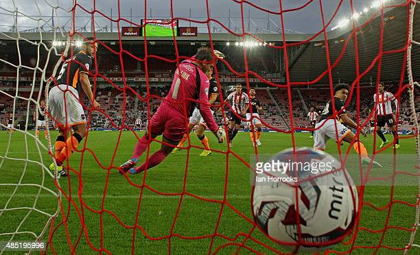 Jack Rodwell of Sunderland scores the opening goal during the Capital One Cup second round match between Sunderland AFC and Exeter City at the...