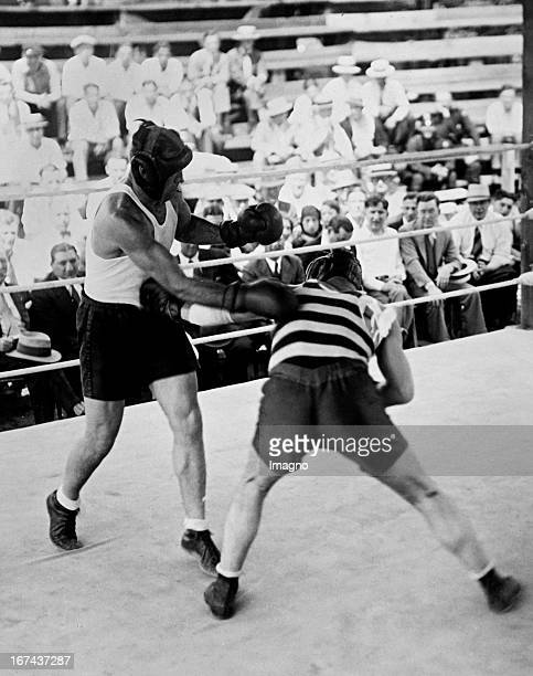 Jack Sharkey American boxer and world heavyweight champion from 19321933 Exercising with a sparring partner before his fight with Max Schmeling 1930...