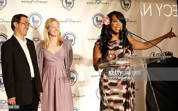 Jack Sim Alice Horne and Niecy Nash hands out free Subway passes to and from Flushing Queens to benefit international sanitation at Grand Central...