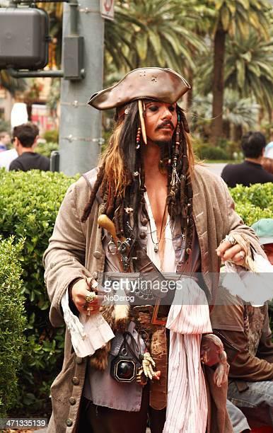 jack gorrión artista ambulante en las vegas strip - jack sparrow fotografías e imágenes de stock