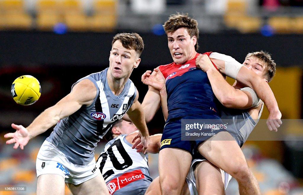AFL Rd 9 - Melbourne v Port Adelaide : ニュース写真
