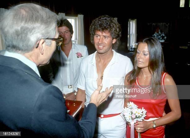 Jack White Ehefrau MarieLouise Gassen Las Vegas Nevada USA Amerika Trauungszeromonie in kleiner Kirche des Westens Strauß Hochzeit Hochzeitsstrauß...