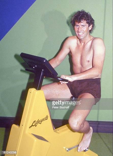 Jack White Las Vegas Nevada USA Amerika Fitness Sport Trimmrad Cadio Oberkörperfrei lächeln Produzent Komponist LT