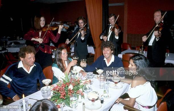 Jack White Lebensgefährtin MarieLouise Gassen Heini Schnitzler Name auf Wunsch Las Vegas Nevada USA Amerika Glas Freund Gläser Dessert Musik...
