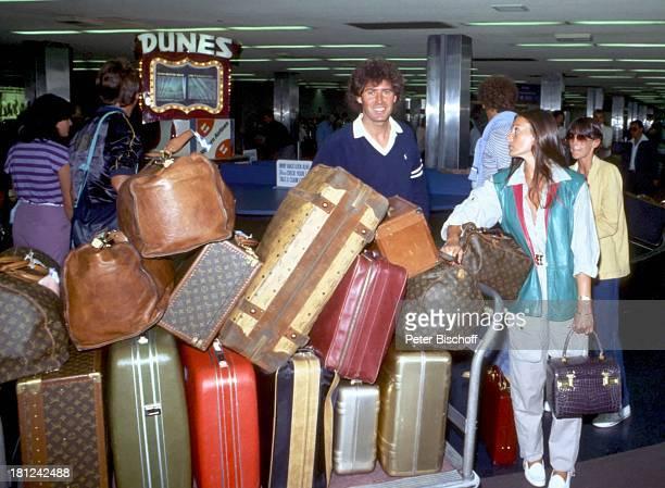 Jack White Lebensgefährtin MarieLouise Gassen Las Vegas Nevada USA Amerika Gepäck Urlaub Koffer Taschen Handtasche Freund Produzent Komponist...