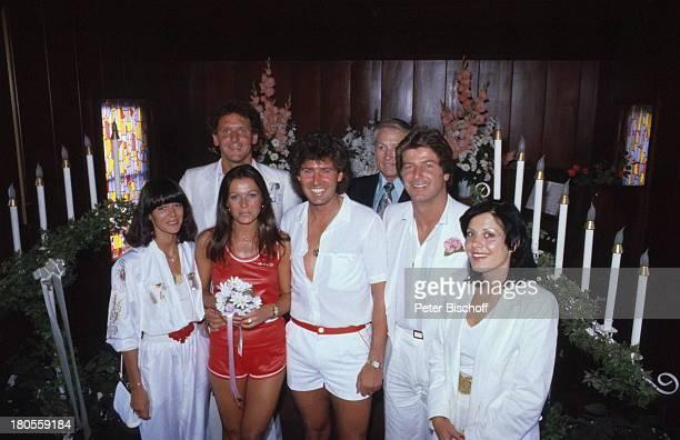 Jack White MarieLouise Gassen geladene Gäste Las Vegas Nevada USA Trauungszeromonie in kleiner Kirche des Westens Hochzeit Heirat BrautStrauß Ehemann...