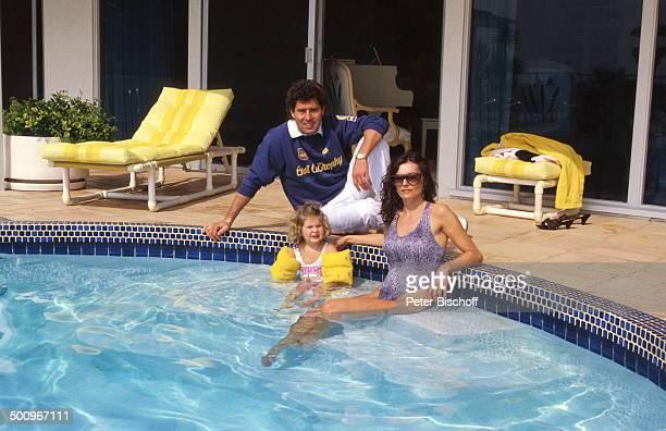 Jack White MarieLouise Gassen Tochter Antonia Los Angeles Kalifornien USA Baby Haus SwimmingPool Schwinnflügel Sonnenbrille Promi Foto PBischoff