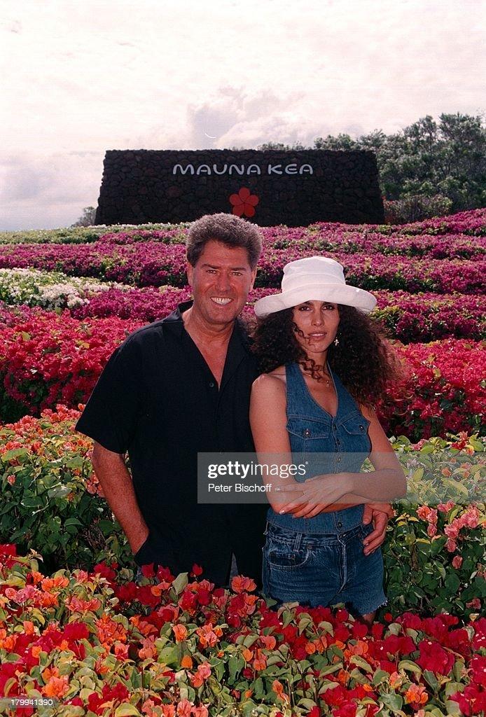 Jack White mit Ehefrau Janine im Blumen-Irrgarten vom \'Mauna Kea ...