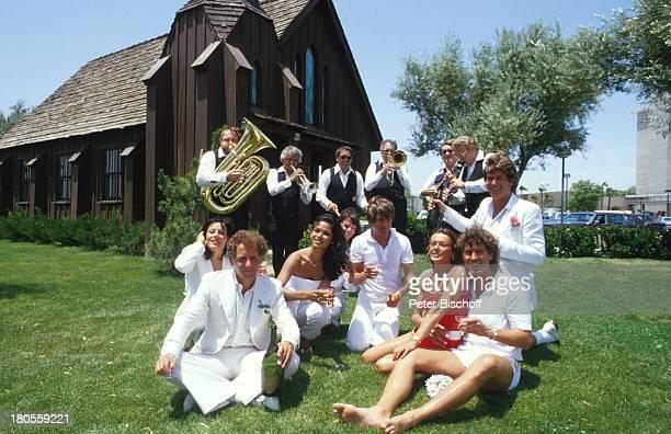 Jack White mit MarieLouise Gassen Las Vegas Nevada USA Trauungszeromonie in kleiner Kirche des Westens Hochzeit Heirat Braut Bräutigam Ehemann...