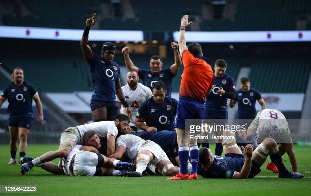 Jack Willis of England scores his sides first try as Maro Itoje of England celebrates during the 2020 Autumn Nations Cup, Quilter International match...