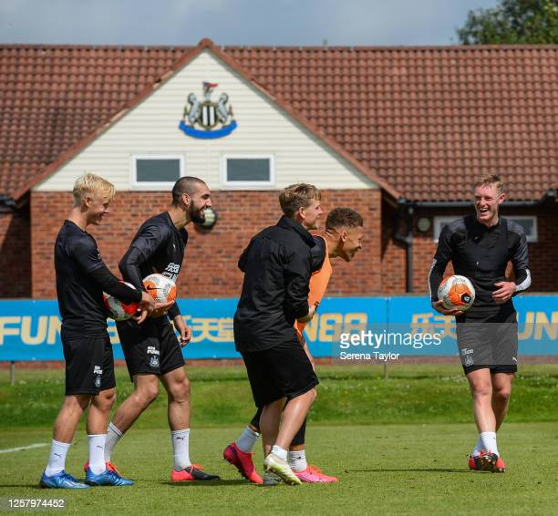 Jack Young Nabil Bentaleb Matt Ritchie Dwight Gayle and Sean Longstaff share a joke during the Newcastle United Training Session at the Newcastle...