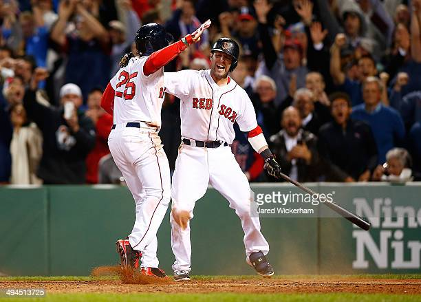 Jackie Bradley Jr #25 of the Boston Red Sox scores the gamewinning run in the 9th inning in front of teammate Dustin Pedroia against the Atlanta...