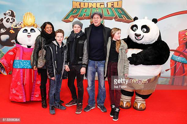Jackie Brown Thomas Heinze and his kids Sam Lucille and Lennon attend the 'Kung Fu Panda 3' German Premiere at Zoo Palace on March 02 2016 in Berlin...