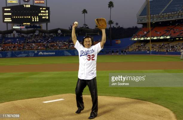 Jackie Chan before the Dodgers beat the San Francisco Giants 63