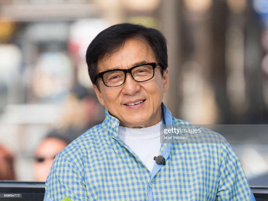 "Jackie Chan, Nicole Richie, Elizabeth Hurley And Kathryn Hahn Visit ""Extra"""