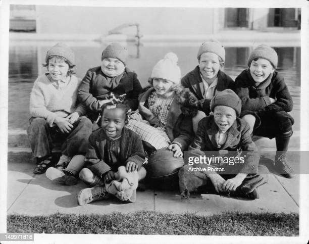 Jackie Condon Joe Cobb Allen 'Farina' Hoskins Mary Kornman Mickey Daniels unidentified child Johnny Downs are members of 'Our Gang' comedies circa...