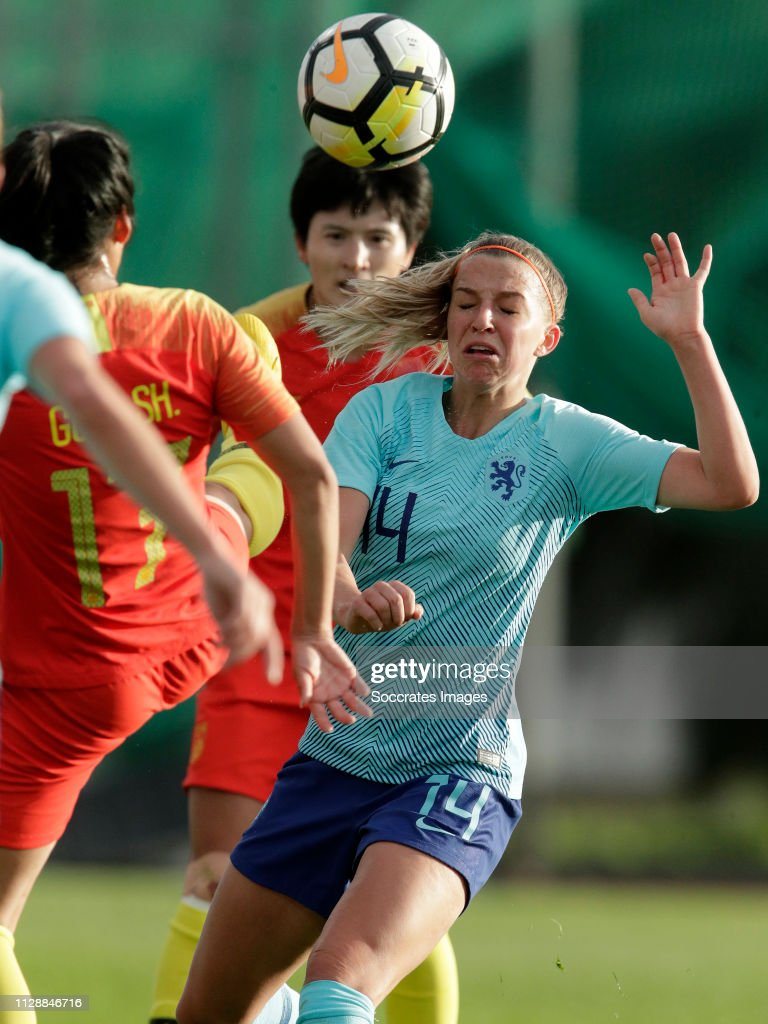 China PR  v Holland  -Algarve Cup Women : ニュース写真