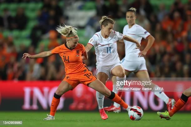 Jackie Groenen of Netherlands challenges Tereza Szewieczkova of Czech Republic during the FIFA Women's World Cup 2023 Qualifier group C match between...