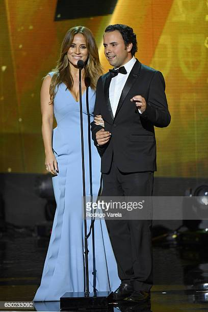 Jackie Guerrido and guest speak onstage during Premios Univision Deportes 2016 on December 18 2016 in Miami Florida