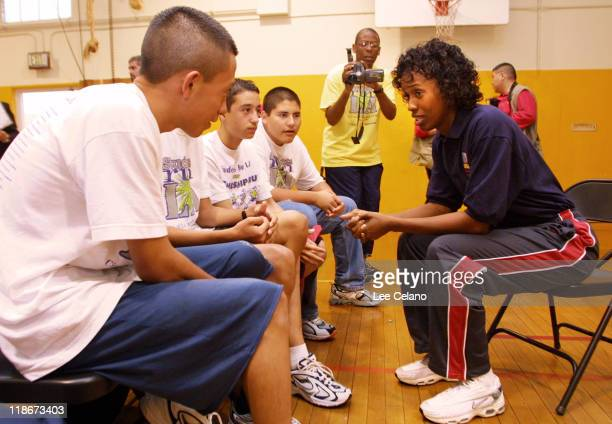 Jackie Joyner-Kersee with Los Angeles area students who are to run the LA Marathon with running shoes shoes donated by American Honda.
