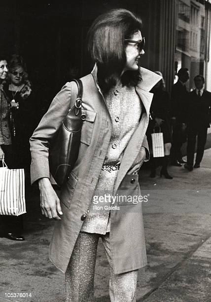 Jackie Kennedy Onassis during Jackie Kennedy Onassis Leaving Bonwit Teller's - October 15, 1970 at Bonwit Tellers in New York City, New York, United...
