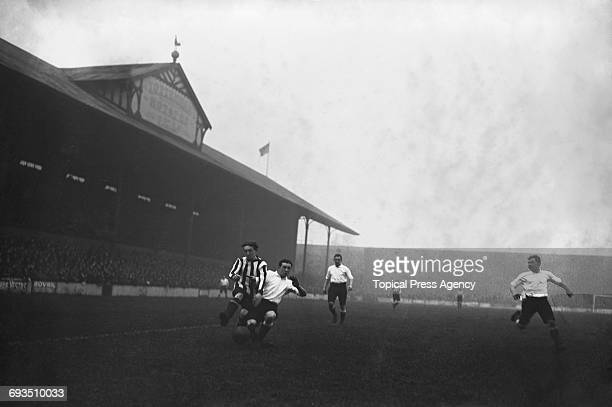 Jackie Mordue of Sunderland intercepts a pass during a match against Tottenham Hotspur at Spurs' White Hart Lane ground London 20th January 1912 The...