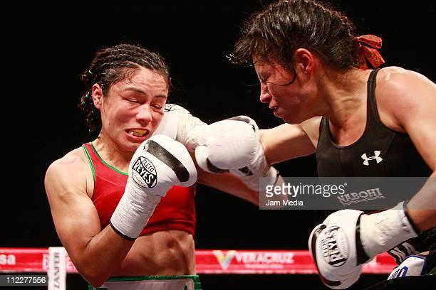 Jackie Nava and Ana Maria Torres during the boxing match Reinas en Guerra at WTC Veracruz on April 16 2011 in Veracruz Mexico
