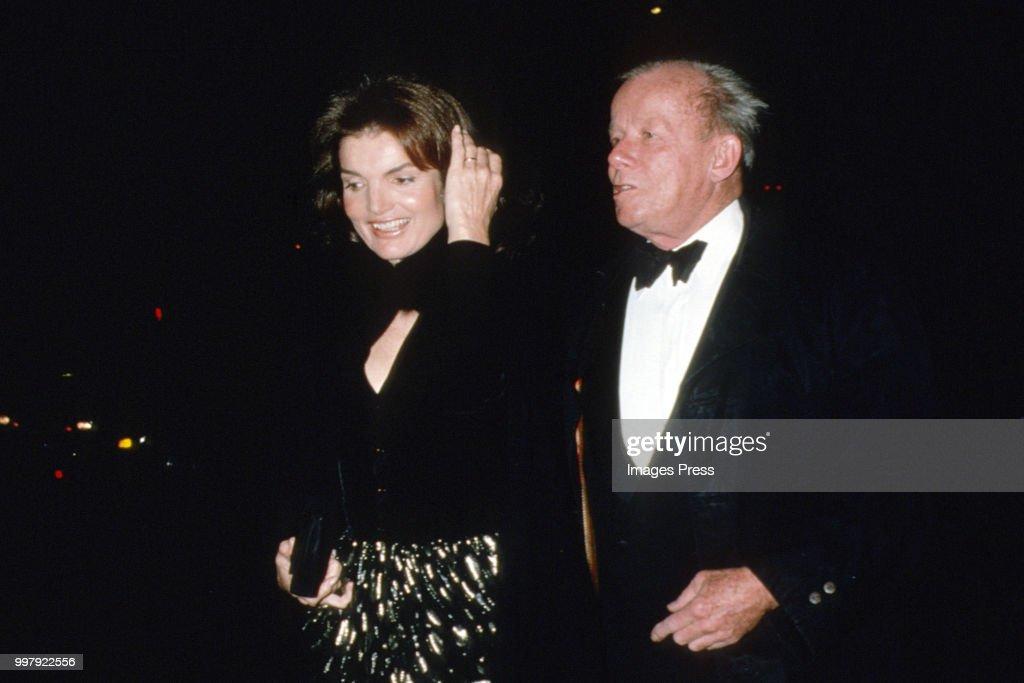Jackie Onassis and Bill Walton : News Photo