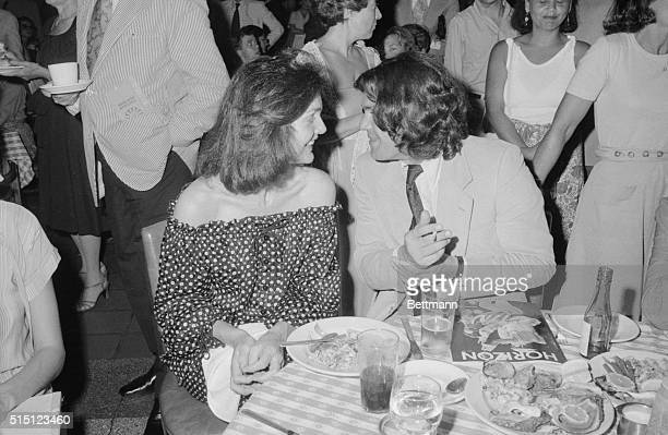 Jackie Onassis and Jann Wenner of Rolling Stone magazine share table at the Oyster Bar in Grand Central Station The party they attended was for the...