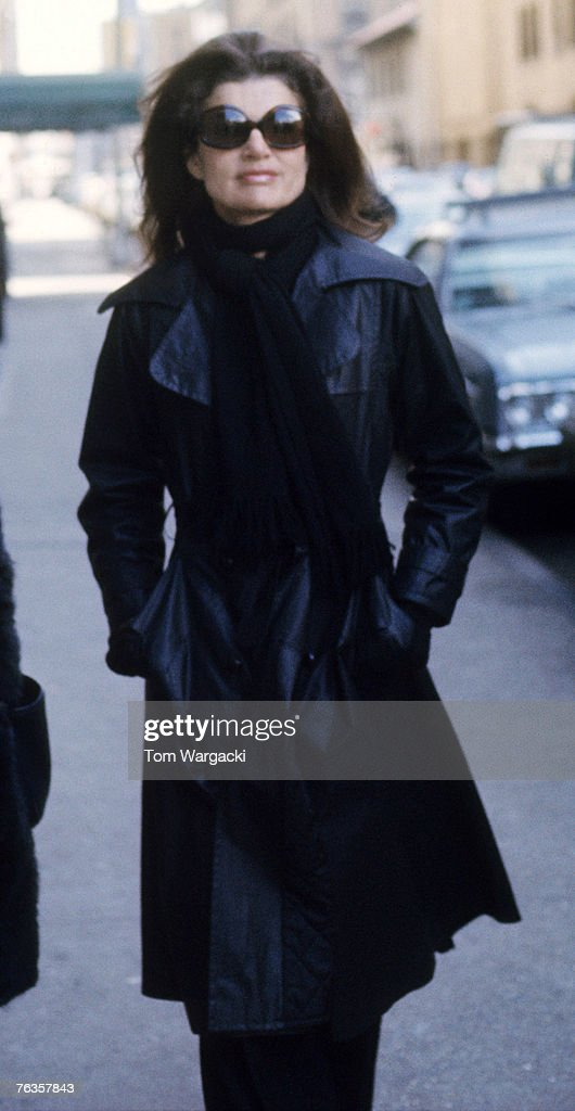 Jackie Onassis On Fifth Avenue : News Photo