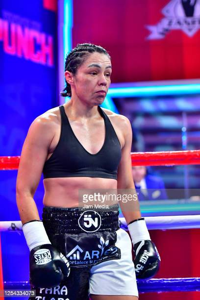 Jackie 'Princesa' Nava get ready in her corner during an unofficial fight against Estrella 'Chacala' Valverde at TV Azteca as part of Volvemos con...