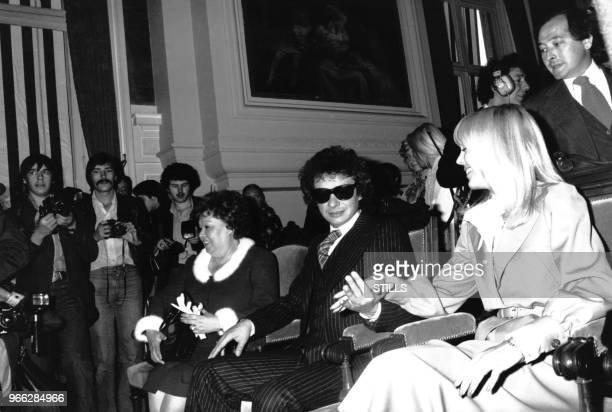 Jackie Sardou assiste au mariage de son fils Michel Sardou et de Babette a la mairie de Neuilly le 14 octobre 1977 NeuillysurSeine France