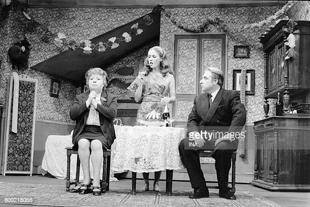 "Jackie Sardou, Geneviève Fontanel and Jacques Morel on stage in the play ""The white queen""."
