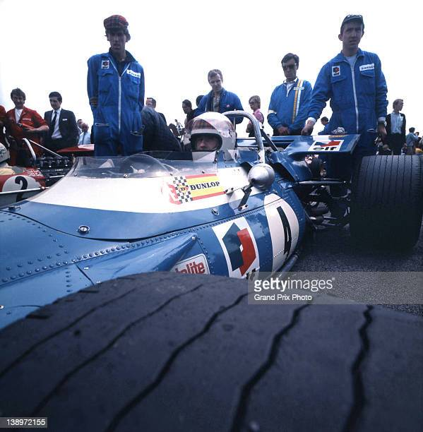 Jackie Stewart driver of the Matra International Matra MS80 Ford Cosworth DFV 30 V8 with his mechanics await the start of the Dutch Grand Prix on...