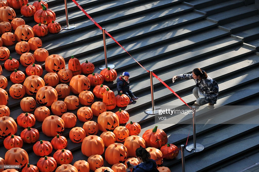 500 Jack-o-lanterns are seen on October 28, 2014 in Shenyang, Liaoning province of China. A shopping mall celebrates the upcoming Halloween with 500 Jack-o-lanterns on Tuesday in Shenyang.