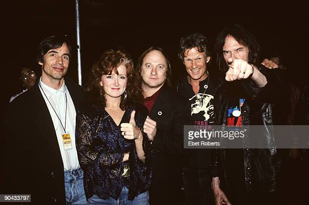 Jackson BrowneBonnie RaittSteven StillsKris Kristofferson and Neil Young at Farm Aid in Indianapolis Indiana on April 7 1990