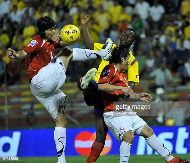 Jackson Martinez of Colombia vies for the ball with Waldo Ponce and Mark Gonzalez of Chile during their FIFA World Cup South Africa-2010 South...