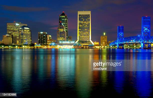 jacksonville cityscape reflecting off the water - jacksonville florida stock pictures, royalty-free photos & images