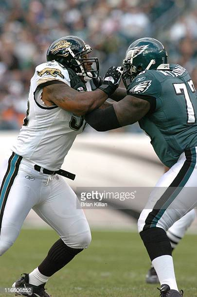 Jacksonville Jaguars defensive end Bobby McCray battles Philadelphia Eagles tackle William Thomas on Sunday October 29 2006 at Lincoln Financial...