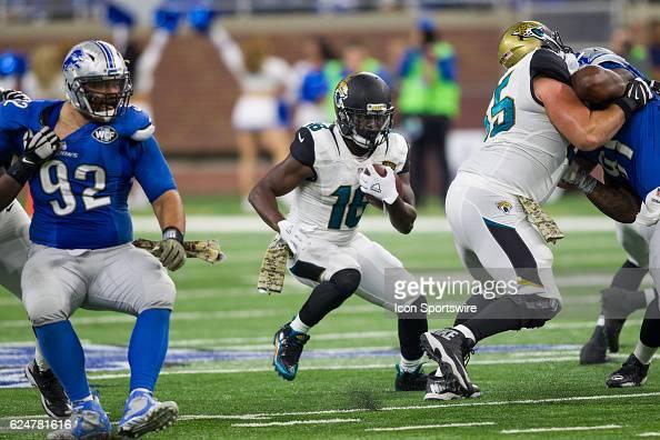 Jacksonville Jaguars running back Denard Robinson runs ...