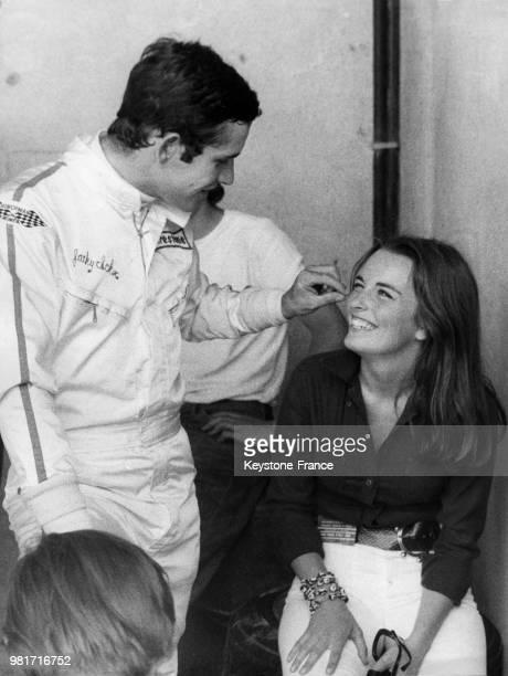 Jacky Ickx et sa femme Catherine sur le circuit de Monza en Italie en septembre 1970