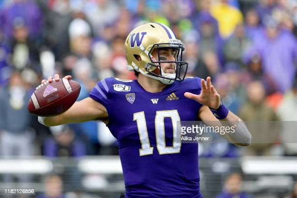 Jacob Eason of the Washington Huskies passes the ball late in the second quarter during the game against the Oregon Ducks at Husky Stadium on October...