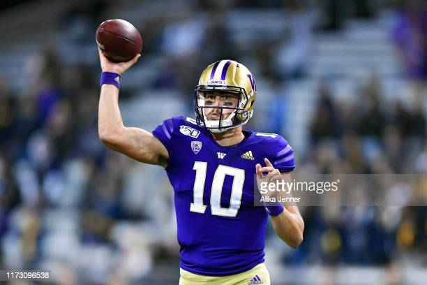 Jacob Eason throws the ball to Cade Otton of the Washington Huskies during the second half of the game against the California Golden Bears at Husky...