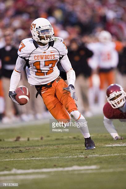 Jacob Lacey of the Oklahoma State Cowboys runs with the ball against the Oklahoma Sooners at Gaylord Family-Oklahoma Memorial Stadium on November 24,...