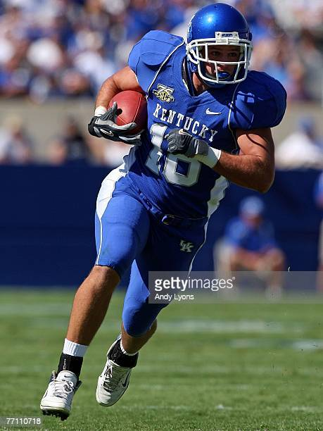 Jacob Tamme of the Kentucky Wildcats runs with the ball after a reception during the game against the Florida Atlantic Owls at Commonwealth Stadium...