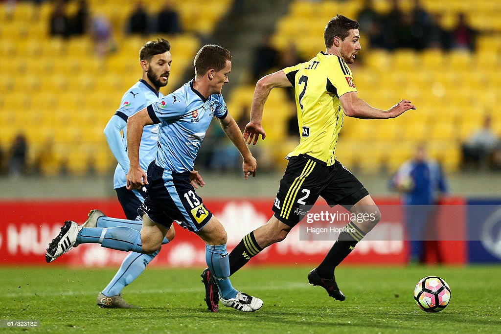 Jacob Tratt of the Phoenix makes a break from Brandon O'Neill of Sydney FC during the round three A-League match between the Wellington Phoenix and Sydney FC at Westpac Stadium on October 23, 2016 in Wellington, New Zealand.